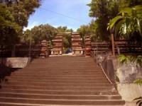 WISATA JOGJA 2.Makam Raja Imogiri-Pantai Parangtritis-Malioboro
